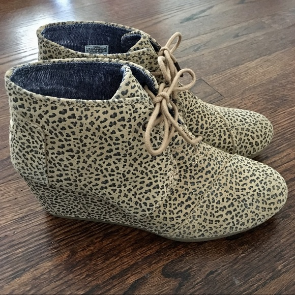 d2024f11529 New TOMS leopard print wedge booties NWT